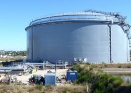 Double walled heavy fuel storage tank