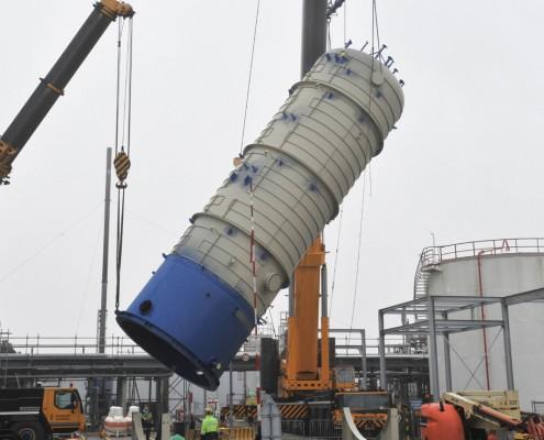 Fractionator column and pressure vessel