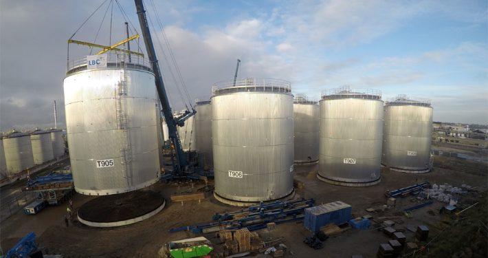 Installation of storage tanks